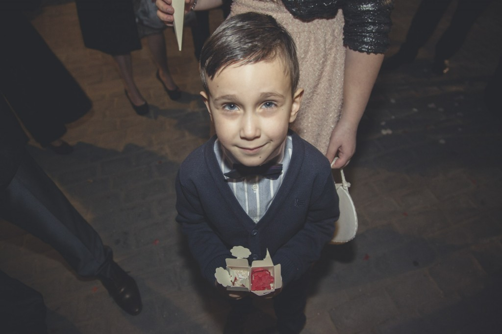 niño con arroz boda