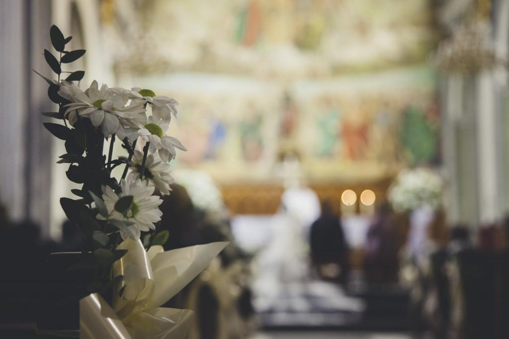 flores en iglesia boda