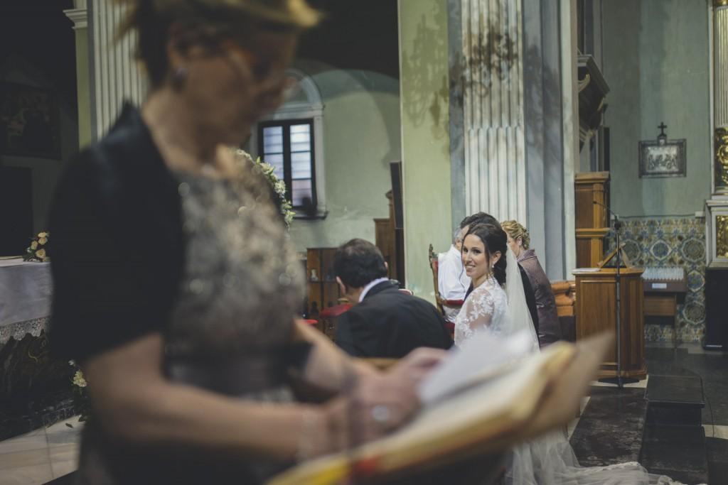 novia mirando a la madre