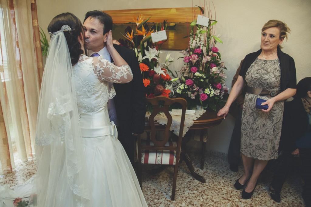 novia besando a su padre