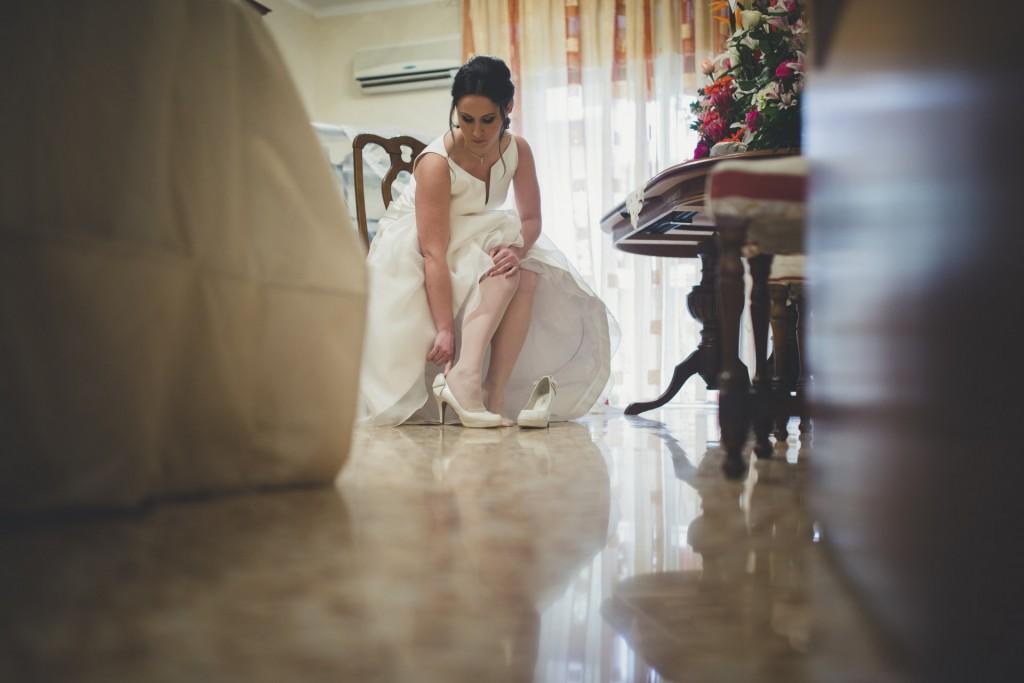 novia calzandose