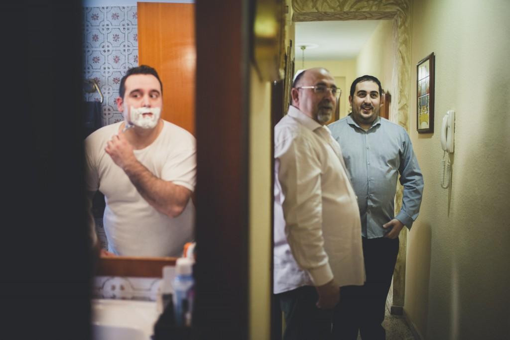 novio afeitandose