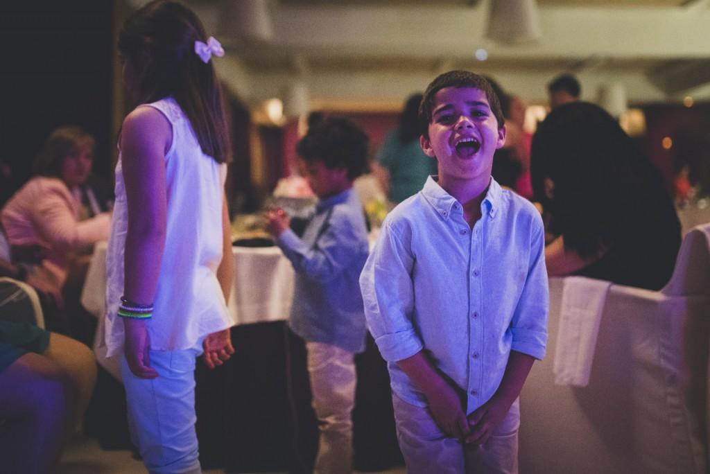 niño bailando en boda Hotel Puerta de Valencia