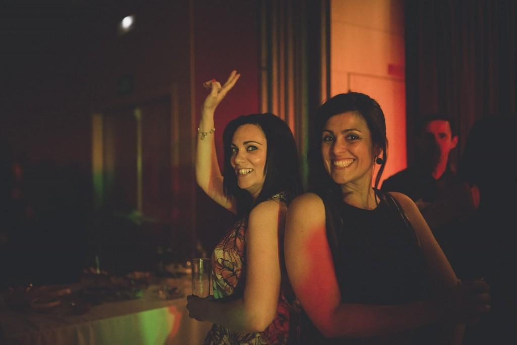 gente bailando en boda Hotel Puerta de Valencia