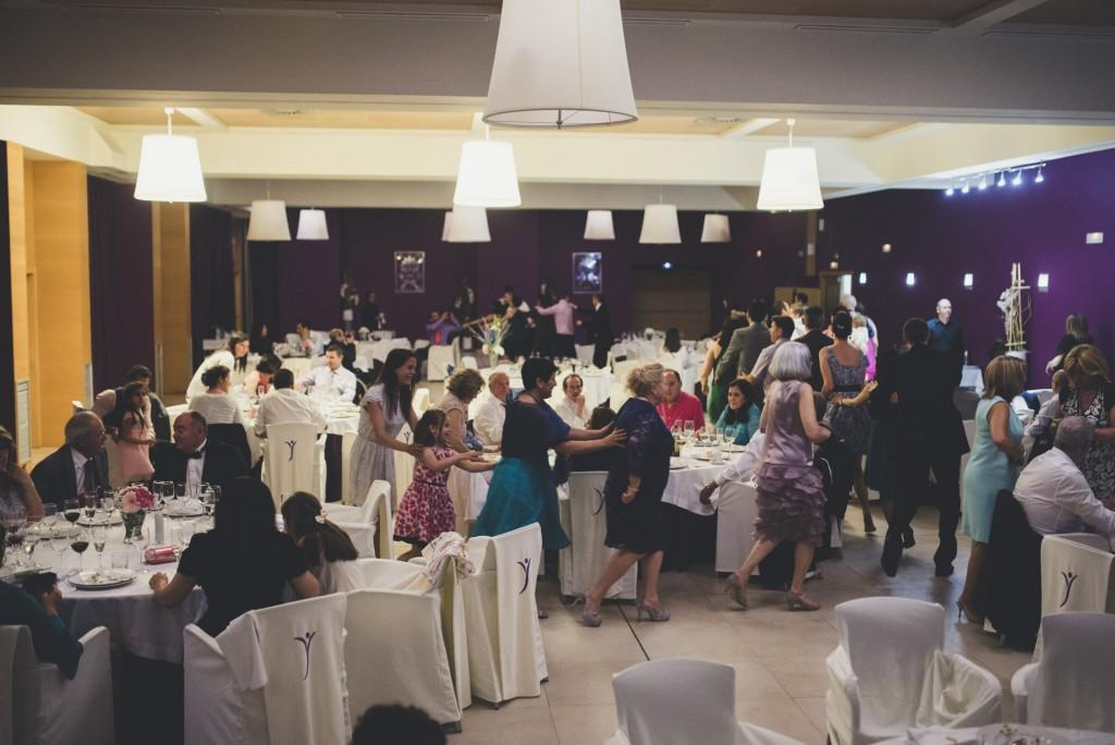 gente bailando en Hotel Puerta de Valencia