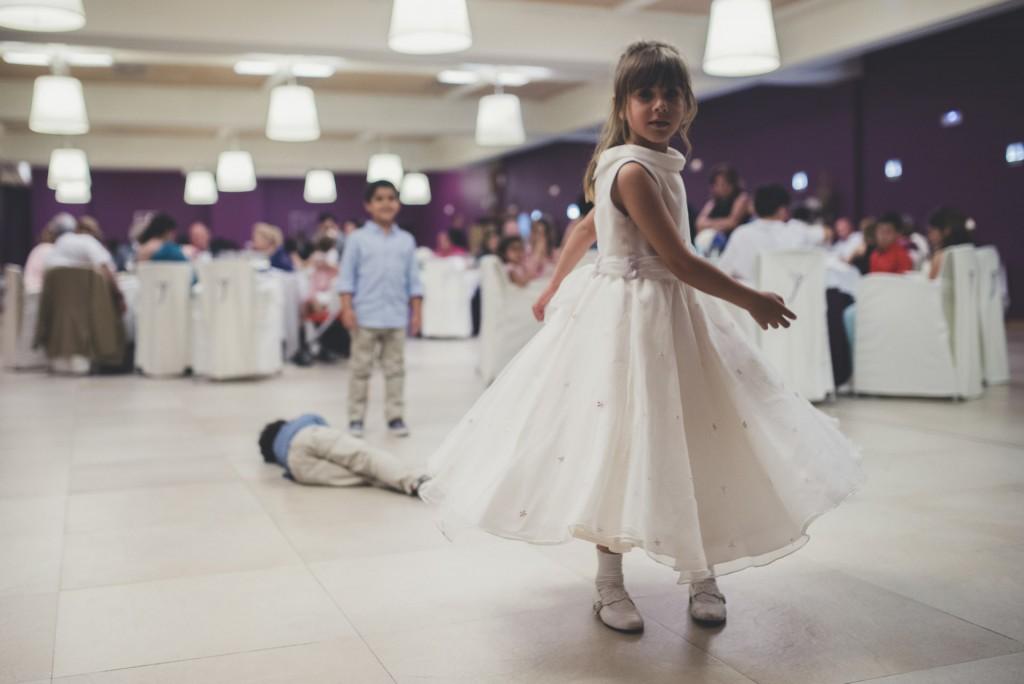 niña bailando en boda Hotel Puerta de Valencia