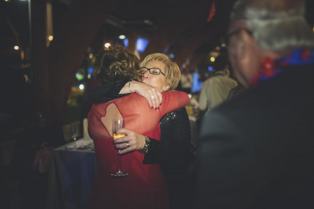 madre la novia abrazandose