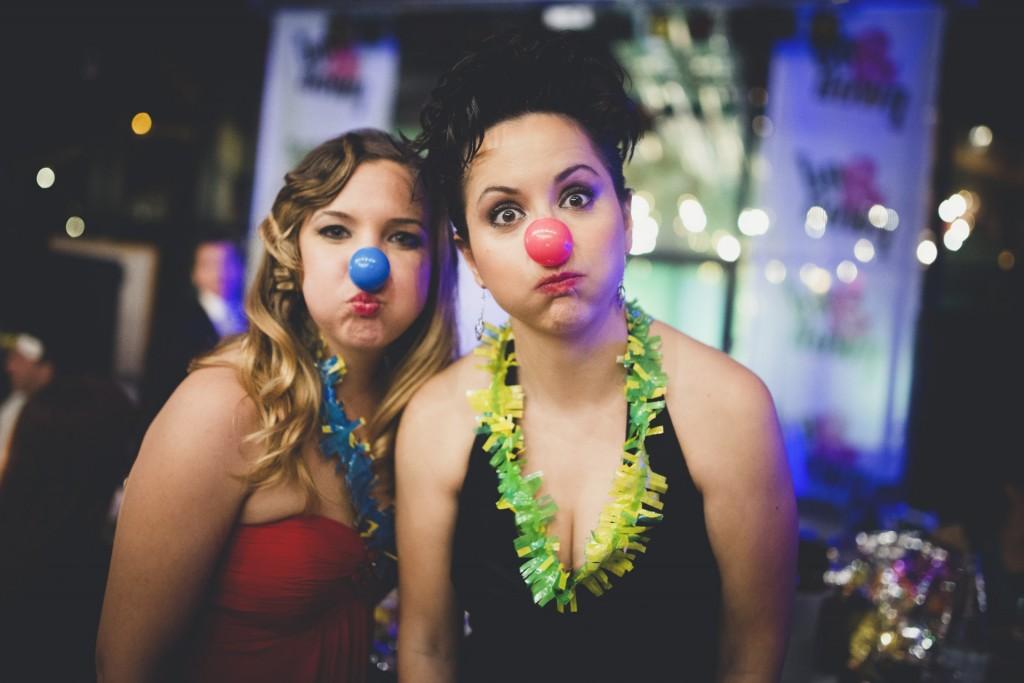 amigos de la novia con antizaces