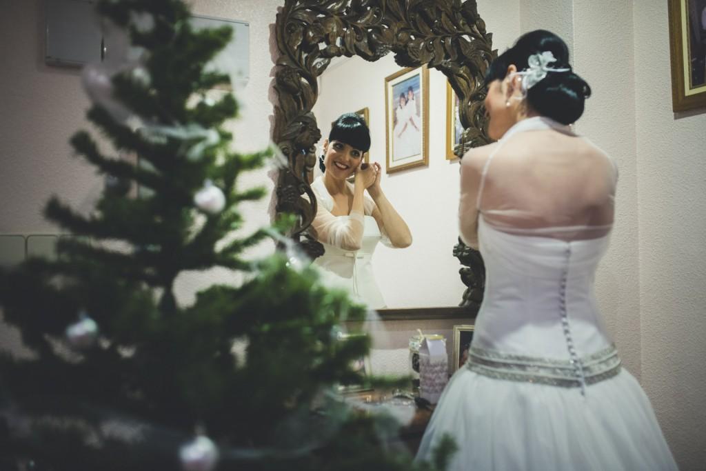 novia vistiéndose