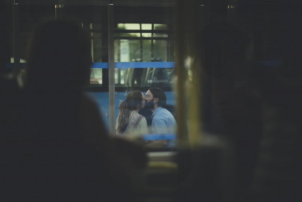 novios besándose en Cibeles
