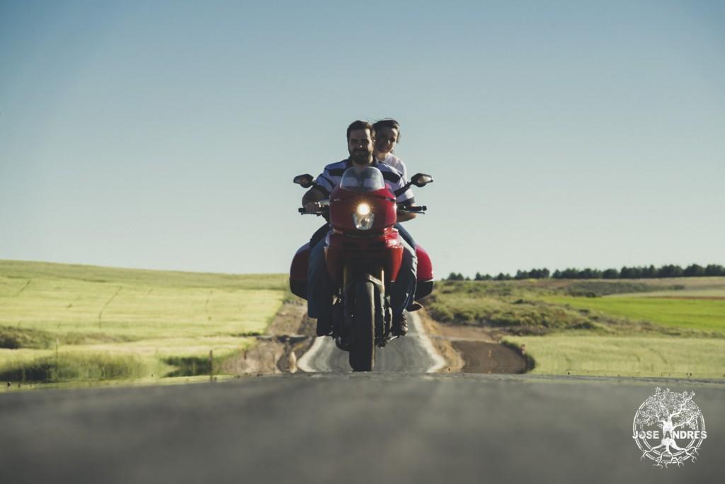 fotos de preboda con moto