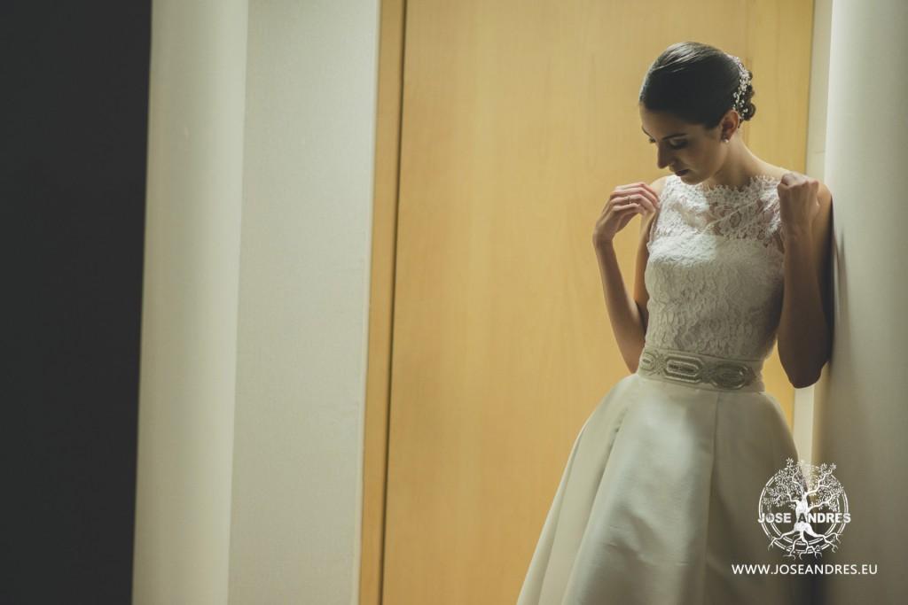 novia con su vestido de novia diferente