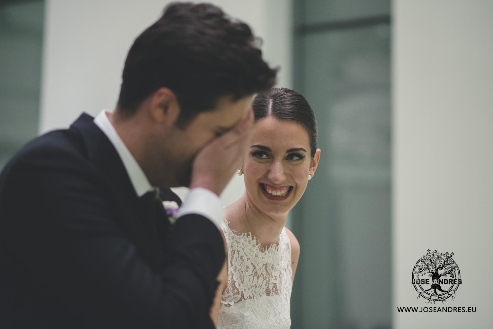 Novia riendo boda en Myrtus Valencia