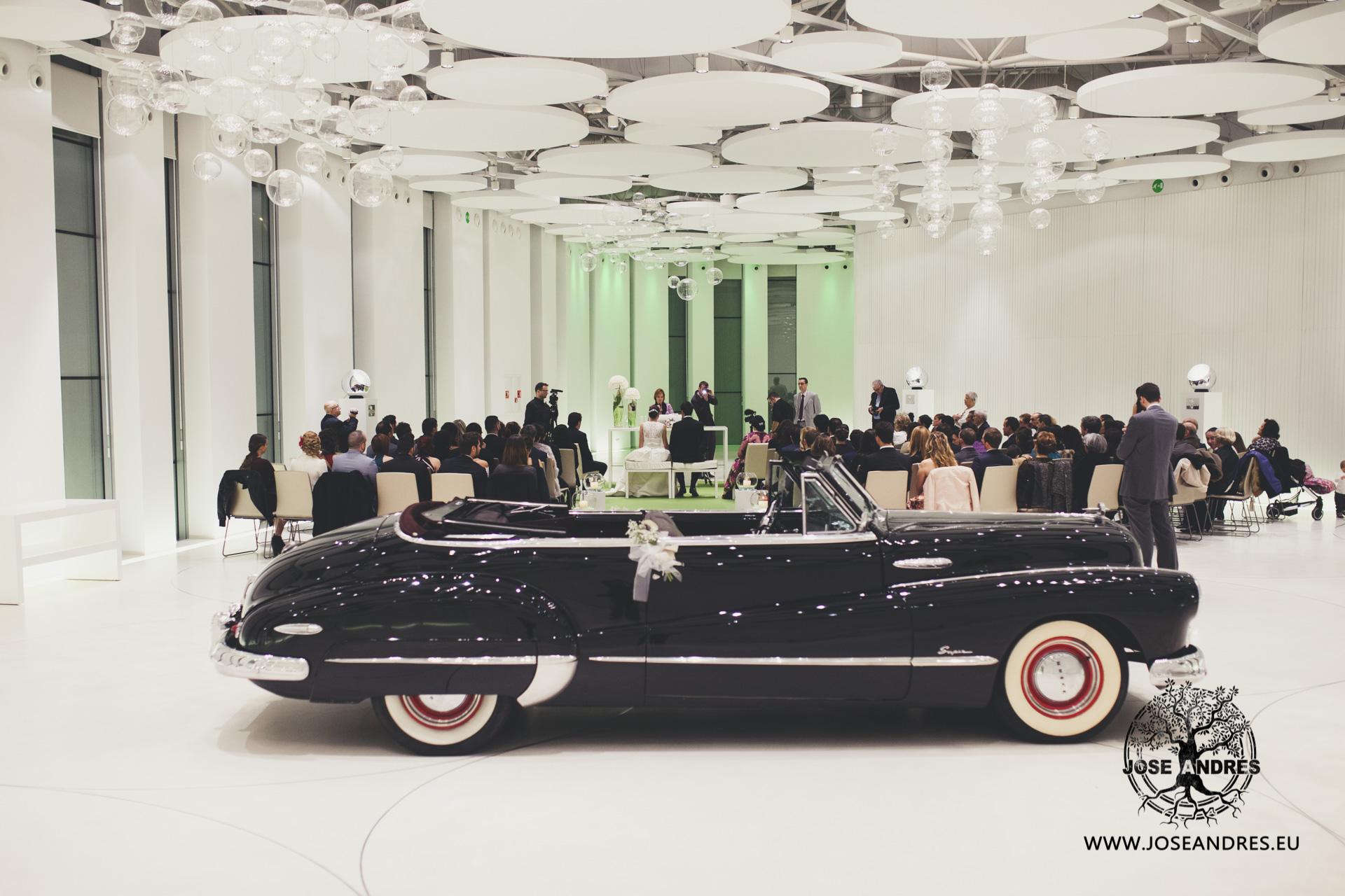 Boda en Myrtus Valencia boda con coche de epoca
