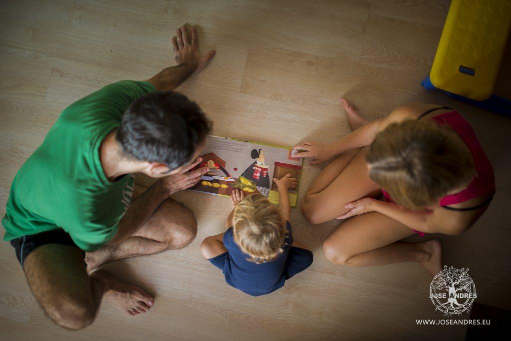Fotografía de familia, regalo de navidad, reportaje de fotografías de familia, fotografía infantil en Valencia