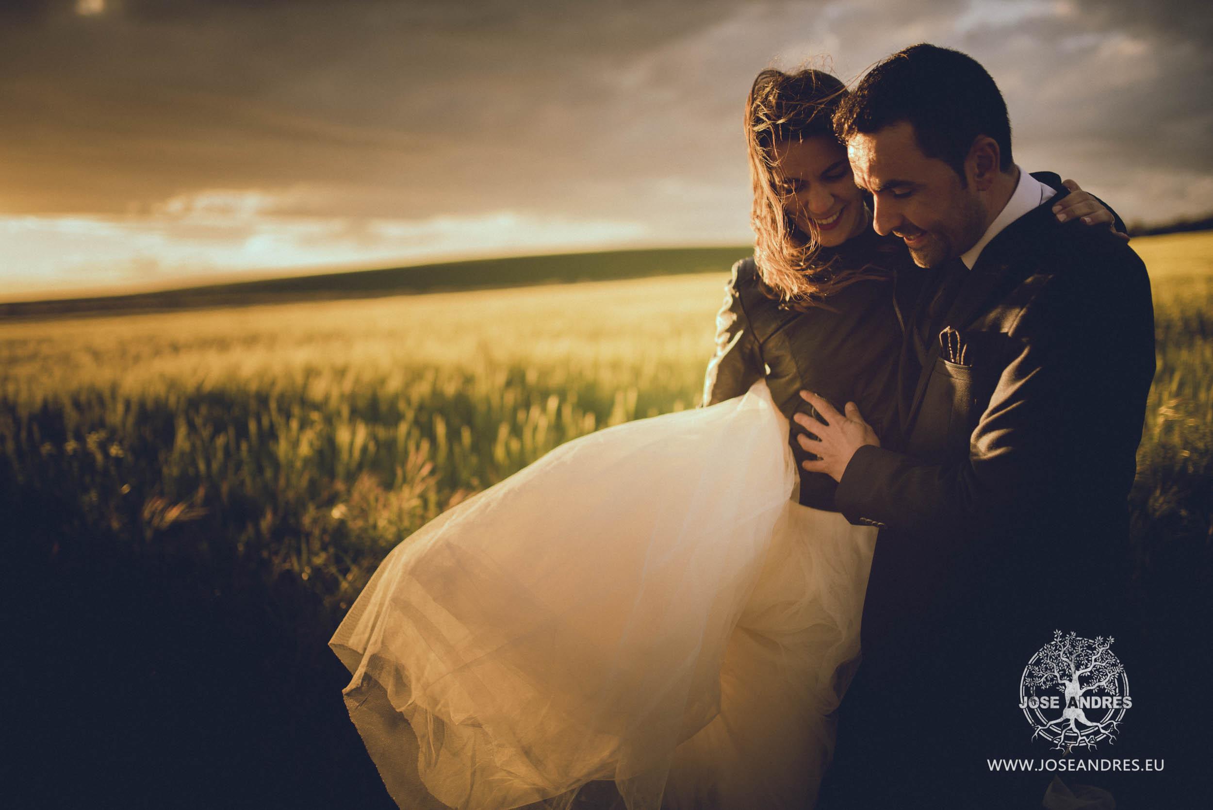 Postboda en Villar de Cañas Postboda en Cuenca, fotografía de boda Cuenca, campos de Cuenca, fotógrafo de boda en Cuenca, vídeo de boda en Cuenca