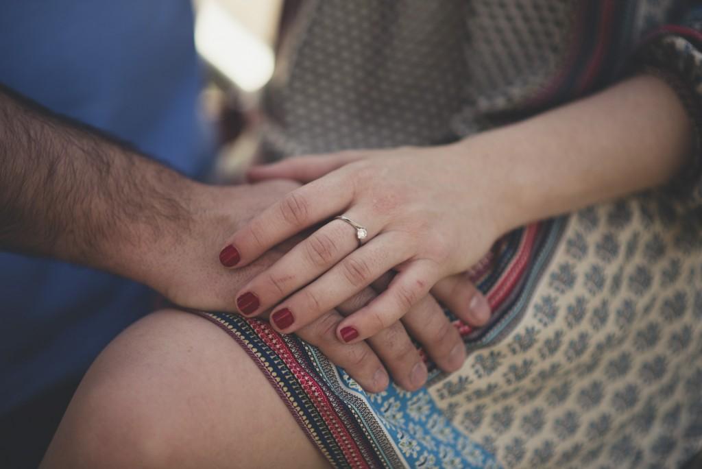 manos de novios en gran Vía