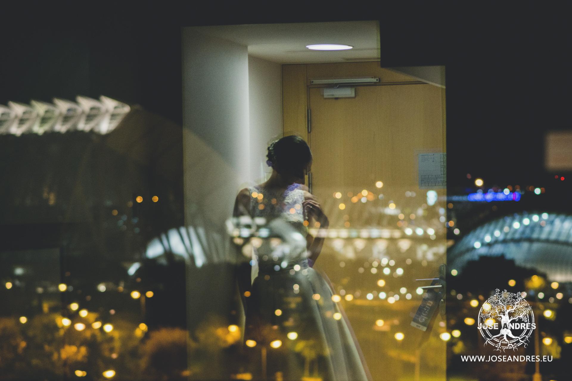 Novia con vestido de Pronovias ciudad de las ciencias en el hotel Barcelo de Valencia vestido de novia ciudad de las ciencias