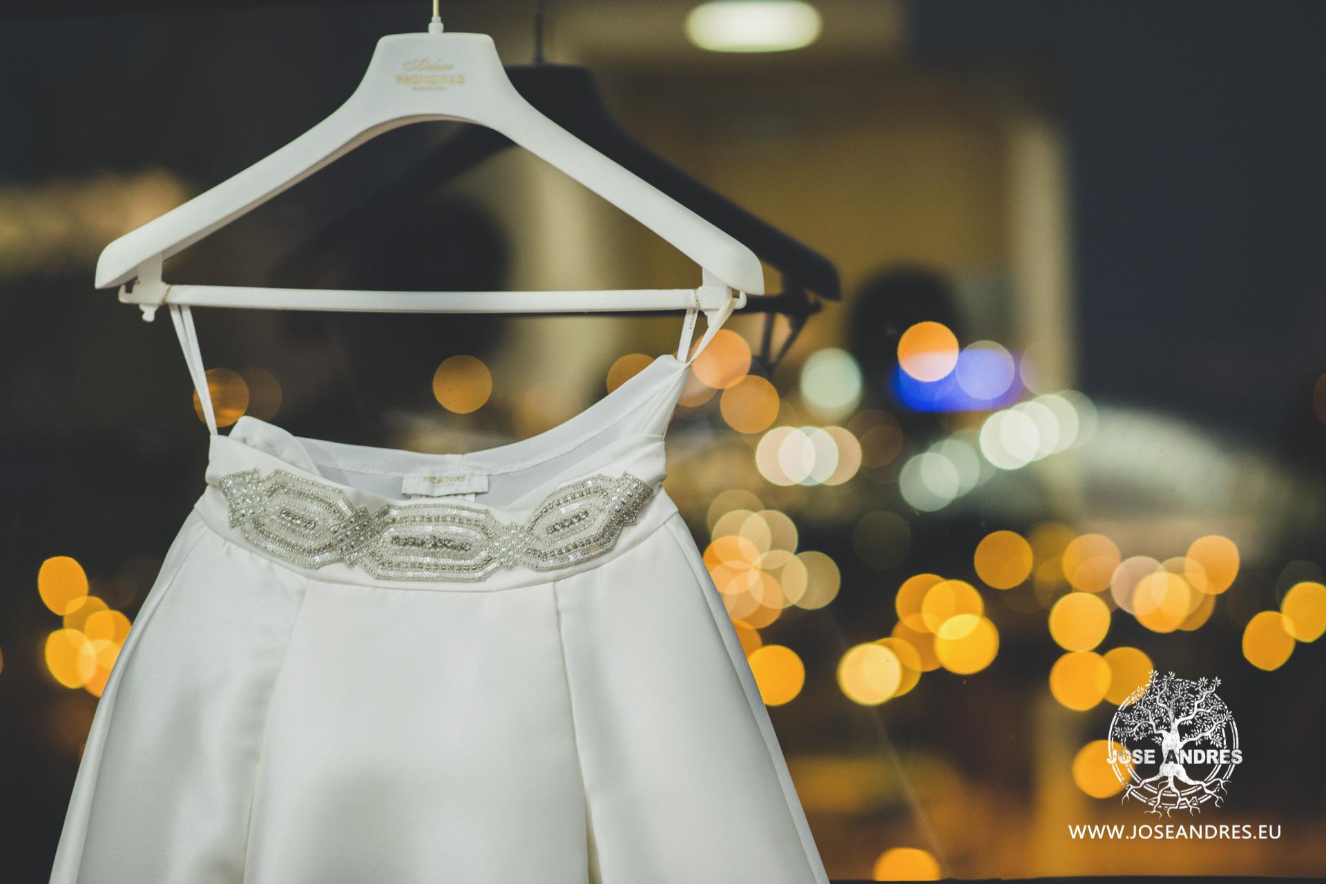 Vestido de novia de Pronovias con ciudad de las ciencias, en hotel Barceló de Valencia