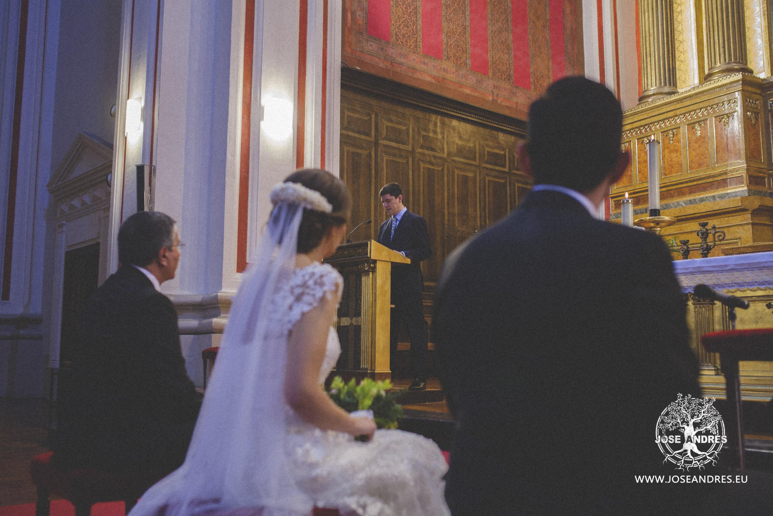 Boda en Soto de Bruil, ceremonia en Santiago el Mayor, Jose Andres fotografía y cine documental de bodas